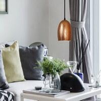 Günstige Hängeleuchte Sotto Luce Ume mit Glas-Lampenschirm kupfer, dekorativem Textilkabel und Deckenrosette.