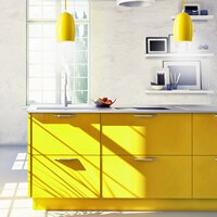 Moderne Hängelampe Sotto Luce Ume mit Glas-Lampenschirm gelb, dekorativem Textilkabel und Deckendose.